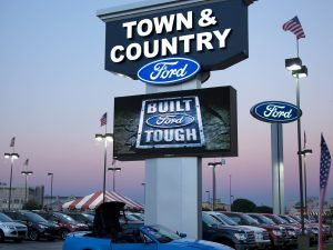Automotive Signs custom lighted led pole pylon sign 300x225 300x225